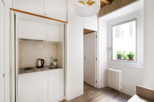 A cozinha ou cozinha compacta de Domenichino Luxury Home