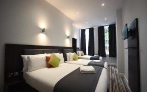 A bed or beds in a room at Trebovir Hotel