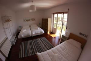 A bed or beds in a room at Swell da Ribeira