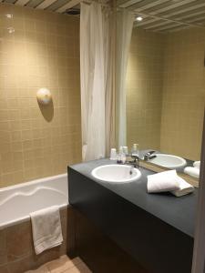 Salle de bains dans l'établissement Firmhotel