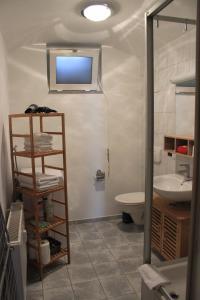 A bathroom at APARTHOTEL 1A