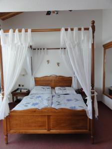 Кровать или кровати в номере Gasthof Panorama