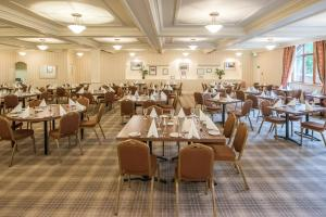 A restaurant or other place to eat at Alexandra Hotel