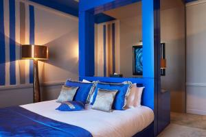 A bed or beds in a room at Le Stelsia Resort