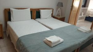 A bed or beds in a room at Folia Apartment