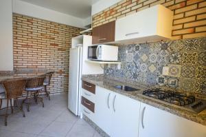 A cozinha ou cozinha compacta de Residencial Costa Mar