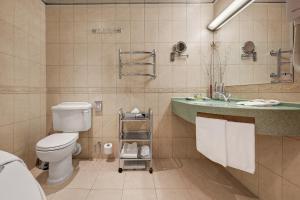 A bathroom at Assambleya Nikitskaya