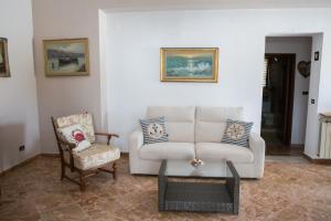 A seating area at Casa Tartaruga