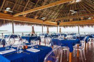 A restaurant or other place to eat at Hotel Las Islas