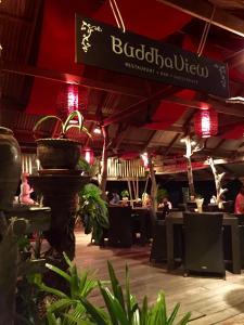Ein Restaurant oder anderes Speiselokal in der Unterkunft Buddhaview