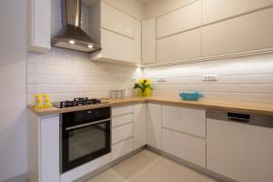 A kitchen or kitchenette at Apartman Pjero 3+2