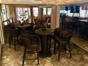 A restaurant or other place to eat at Hotel Maria del Mar