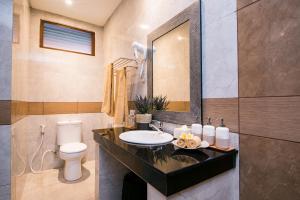 Kamar mandi di D'Puncak Villas Lembongan
