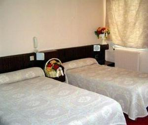 A bed or beds in a room at Hôtel de la Terrasse