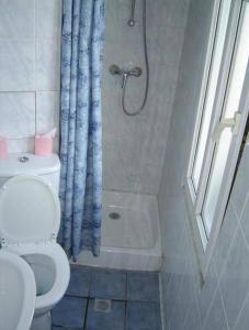 A bathroom at Hôtel de la Terrasse