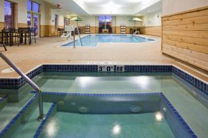 The swimming pool at or near Hampton Inn Duluth-Canal Park