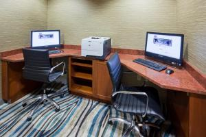 The business area and/or conference room at Hampton Inn Duluth-Canal Park