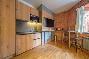 Кухня или мини-кухня в Квартиры на канале Грибоедова