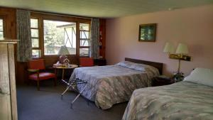 A bed or beds in a room at Conways Lake Manor