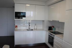 A kitchen or kitchenette at Cascais Avenida Apartment