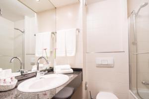 A bathroom at Best Western Plus Hotel Am Schlossberg
