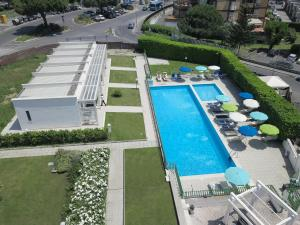A view of the pool at Hotel Poggioverde Roma or nearby