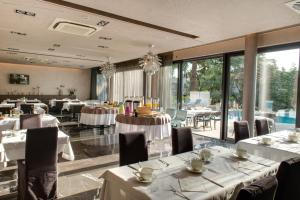 A restaurant or other place to eat at Hotel Arupinum