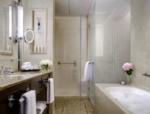 A bathroom at The Langham, Shenzhen