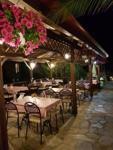 A restaurant or other place to eat at Agrili Apartments & Rooms