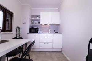 A kitchen or kitchenette at Apartments Bella Tara