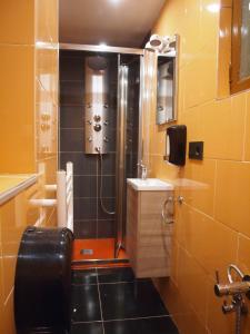 A bathroom at Minaya