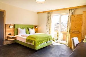 Ein Bett oder Betten in einem Zimmer der Unterkunft Hotel Hubertusstube