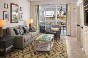 A seating area at Hyatt Residence Club Key West, Beach House