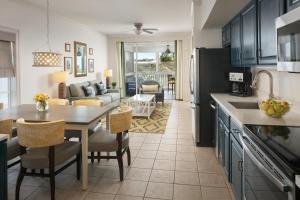 A kitchen or kitchenette at Hyatt Residence Club Key West, Beach House