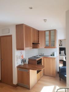 A kitchen or kitchenette at Studios2Let