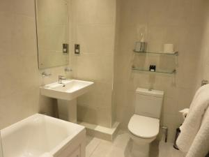 A bathroom at Belmont Hotel Leicester