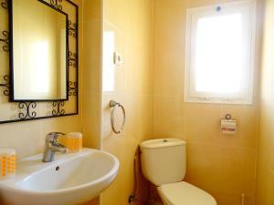 A bathroom at Rex Apartment