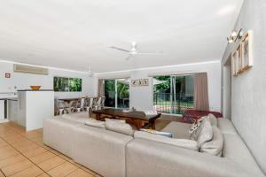A seating area at Coral Sea Holiday House