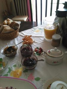 Breakfast options available to guests at Quinta Nova do Almeida