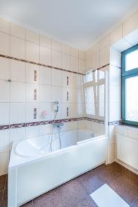 A bathroom at Gotyk