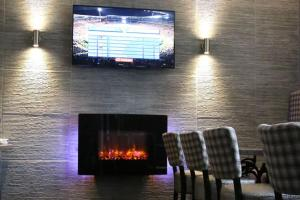 A television and/or entertainment center at Station Hotel Stonehaven