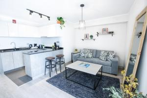 A kitchen or kitchenette at Trendy Host Osma, Barranco