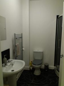 A bathroom at Eaton Court Apartment, High Street, Long Eaton NG10