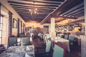 Un restaurante o sitio para comer en Hotel Mesón de Don Quijote