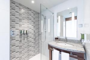 Salle de bains dans l'établissement Hampton by Hilton Oswiecim