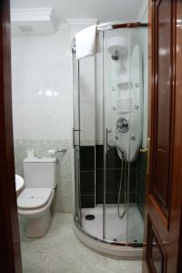 A bathroom at Hotel Restaurante Oviedo