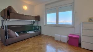 Ein Etagenbett oder Etagenbetten in einem Zimmer der Unterkunft Senj Apartment
