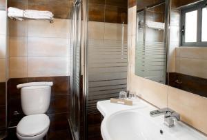 A bathroom at Areos