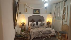 A bed or beds in a room at Riad Johnboy