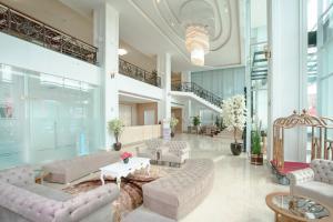 The lobby or reception area at Savero Hotel Depok